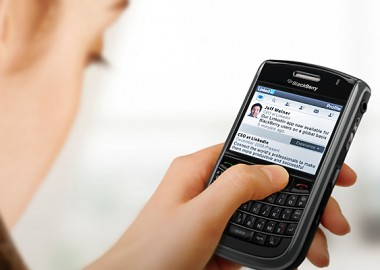 LinkedIn Expands Mobile Offerings With Global Release of Application for BlackBerry