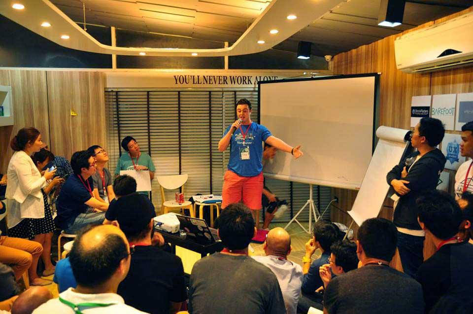 startup-weekend-pitching
