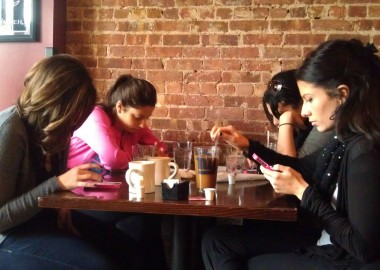 Stop-Using-Your-Smartphone-at-Dinner