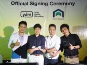 Signing-photo