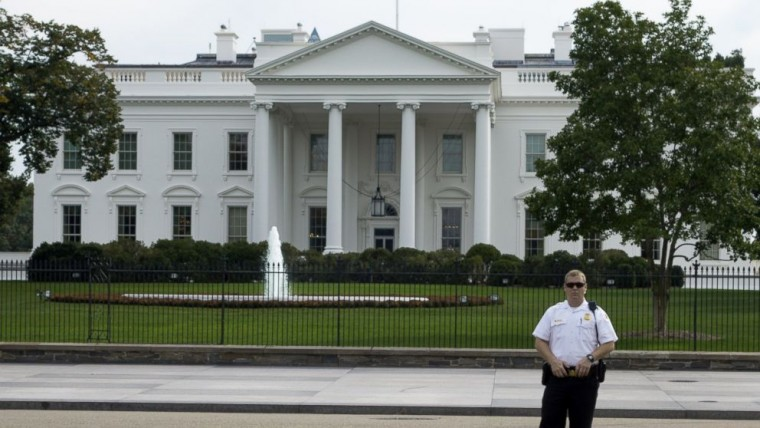gty_white_house_security_fence_jc_140923_16x9_992