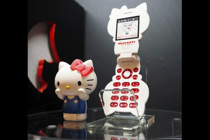 hello-kitty-2016-phone-720x720