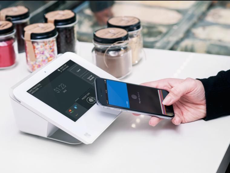 first-data-clover-mini-apple-pay-e1434465417165