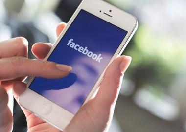 facebook-mobile-smartphone-ss-1920