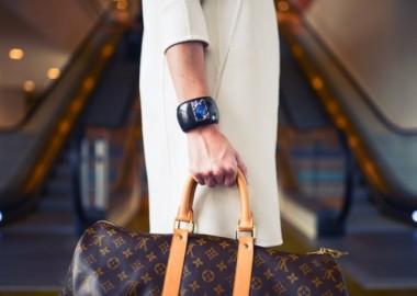 fashion-woman-cute-airport-1